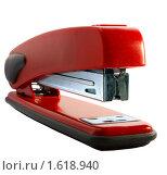Красный степлер на белом фоне. Стоковое фото, фотограф Звягинцев Сергей / Фотобанк Лори