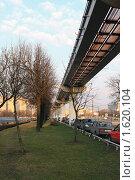 Купить «Москва. Под линией монорельса», фото № 1620104, снято 8 апреля 2010 г. (c) Ярослав Каминский / Фотобанк Лори
