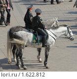 Купить «Конная милиция в Александровском саду», фото № 1622812, снято 11 апреля 2010 г. (c) Михаил Борсов / Фотобанк Лори