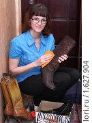Купить «Уход за обувью», фото № 1627904, снято 14 апреля 2010 г. (c) Дорощенко Элла / Фотобанк Лори