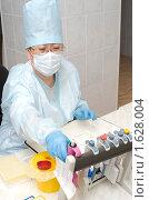 Купить «Лабораторный анализ крови», фото № 1628004, снято 6 апреля 2010 г. (c) Александр Подшивалов / Фотобанк Лори