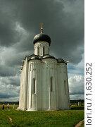 Церковь Покрова на Нерли (2009 год). Редакционное фото, фотограф Александр Жучков / Фотобанк Лори