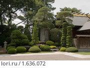 Япония, зеленый уголок возле синтоистского храма в городе Китамото (2008 год). Стоковое фото, фотограф Андрей Солодовников / Фотобанк Лори