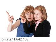 Девушки на что-то смотрят. Стоковое фото, фотограф Светлана Широкова / Фотобанк Лори