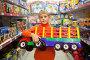 Мальчик с большой машиной в руках в отделе игрушек, фото № 1642828, снято 23 августа 2009 г. (c) Losevsky Pavel / Фотобанк Лори
