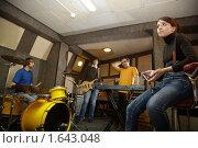 Купить «Репетиция рок-группы», фото № 1643048, снято 26 октября 2009 г. (c) Losevsky Pavel / Фотобанк Лори