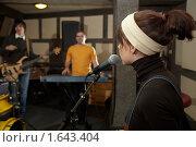 Купить «Девушка у микрофона», фото № 1643404, снято 26 октября 2009 г. (c) Losevsky Pavel / Фотобанк Лори