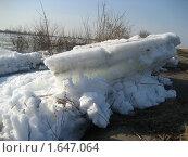 Крейсер - льдина таранит берег, окский ледоход. Стоковое фото, фотограф Валентин Тучин / Фотобанк Лори