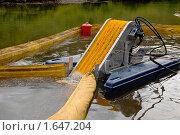 Оборудование для очистки водоёма от нефтяных разливов. Стоковое фото, фотограф Евгений Волдаев / Фотобанк Лори