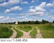 Развилка дорог ведущая в церковь. Стоковое фото, фотограф Марина М. / Фотобанк Лори