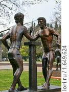 Купить «Статуя Борцы в Сочи», фото № 1649624, снято 18 апреля 2010 г. (c) Шарабарин Антон / Фотобанк Лори