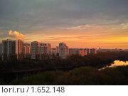Закат над рекой в жилом районе Москвы (2010 год). Стоковое фото, фотограф Sergey Toronto / Фотобанк Лори