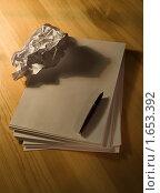 Скомканное письмо. Стоковое фото, фотограф Ольга Спиркина / Фотобанк Лори