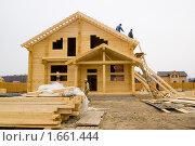 Купить «Строительство деревянного коттеджа», фото № 1661444, снято 17 апреля 2010 г. (c) Миняева Ольга / Фотобанк Лори