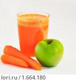 Купить «Морковно-яблочный сок», фото № 1664180, снято 28 апреля 2010 г. (c) Макарова Елена / Фотобанк Лори