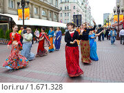Купить «Арбат. Танец преданных Господа Кришны», фото № 1671328, снято 1 мая 2010 г. (c) Вячеслав Беляев / Фотобанк Лори