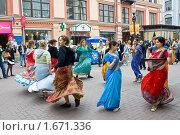 Купить «Танец во славу Господа Кришны на Арбате», фото № 1671336, снято 1 мая 2010 г. (c) Вячеслав Беляев / Фотобанк Лори