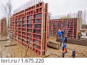 Купить «Строительство монолитного дома», фото № 1675220, снято 28 октября 2008 г. (c) Артем Костров / Фотобанк Лори