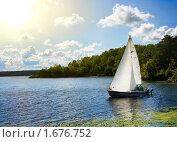 Купить «Яхта на озере», фото № 1676752, снято 30 августа 2009 г. (c) Алексас Кведорас / Фотобанк Лори