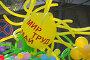 Воздушный шар с лозунгом на первомайской демонстрации, эксклюзивное фото № 1680296, снято 1 мая 2010 г. (c) Анна Мартынова / Фотобанк Лори