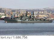Большой противолодочный корабль Адмирал Ушаков на рейде в г. Мурманске (2010 год). Редакционное фото, фотограф Ямаш Андрей / Фотобанк Лори