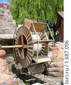 Купить «Декоративная водяная мельница», фото № 1687096, снято 8 мая 2010 г. (c) Татьяна Крамаревская / Фотобанк Лори