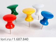 Разноцветные канцелярские кнопки. Стоковое фото, фотограф Александр Евсюков / Фотобанк Лори