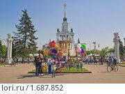 Купить «Центральная аллея ВВЦ (ВДНХ) весной», эксклюзивное фото № 1687852, снято 8 мая 2010 г. (c) Алёшина Оксана / Фотобанк Лори
