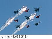 Купить «Запуск салюта. Су-27 и МиГ-29 - пилотажные группы «Русские витязи» и «Стрижи», построение «ромб» над Красной Площадью, на параде 9 мая 2010 года. Москва, Россия.», фото № 1689312, снято 9 мая 2010 г. (c) Алексей Зарубин / Фотобанк Лори