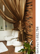 Купить «Интерьер туалета», фото № 1692784, снято 13 июля 2004 г. (c) Олег Жуков / Фотобанк Лори