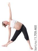 Купить «Активная беременная женщина делает спортивные упражнения на белом фоне. Забота о здоровье и беременность.», фото № 1709460, снято 14 апреля 2010 г. (c) Мельников Дмитрий / Фотобанк Лори