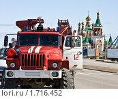 Купить «Расчёт МЧС на охране народных ценностей», фото № 1716452, снято 9 мая 2010 г. (c) Анатолий Ефимов / Фотобанк Лори