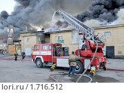 Купить «Пожар на Бадаевских складах», фото № 1716512, снято 20 мая 2010 г. (c) Виктор Карасев / Фотобанк Лори