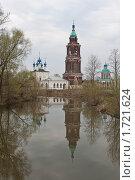 Церковь с отражением на воде в Суздале (2010 год). Стоковое фото, фотограф Константин Мартынов / Фотобанк Лори