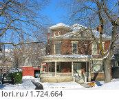 Купить «Двухэтажный деревянный коттедж зимой», фото № 1724664, снято 25 декабря 2007 г. (c) Валентина Троль / Фотобанк Лори