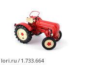 Купить «Красный трактор на белом фоне», фото № 1733664, снято 20 августа 2009 г. (c) Nikiandr / Фотобанк Лори