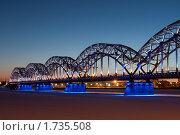 Железнодорожный мост в Риге ночью (2010 год). Редакционное фото, фотограф Aleksandrs Jemeļjanovs / Фотобанк Лори