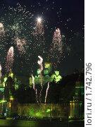 Купить «Москва, салют на 9 мая 2010 года», эксклюзивное фото № 1742796, снято 9 мая 2010 г. (c) Дмитрий Неумоин / Фотобанк Лори