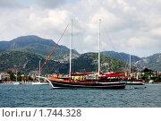 Купить «Яхта у берегов Турции,  курортный город Мармарис», фото № 1744328, снято 13 сентября 2009 г. (c) ElenArt / Фотобанк Лори