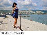 Купить «Девушка на берегу», фото № 1749816, снято 22 мая 2010 г. (c) Валерий Александрович / Фотобанк Лори