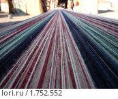 Шерстяные нитки на ручном ткацком станке в деревне бедуинов (2010 год). Стоковое фото, фотограф Олег Вихарев / Фотобанк Лори