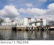 Нефтехранилище в Калининграде. Стоковое фото, фотограф Алина Голышева / Фотобанк Лори