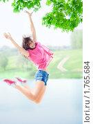 Купить «Счастливая молодая девушка в прыжке», фото № 1765684, снято 13 мая 2010 г. (c) Евгений Захаров / Фотобанк Лори