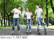 Купить «Трое молодых людей на роликах», фото № 1767460, снято 3 июня 2010 г. (c) Raev Denis / Фотобанк Лори