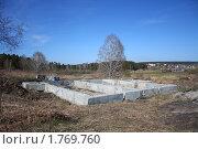 Купить «Фундамент под дом на высоком месте с видом на Заводоуковск», эксклюзивное фото № 1769760, снято 1 мая 2010 г. (c) Анатолий Матвейчук / Фотобанк Лори