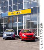 Купить «Продажа автомобилей в автосалоне opel», эксклюзивное фото № 1770256, снято 20 мая 2010 г. (c) Вячеслав Палес / Фотобанк Лори