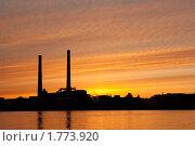 Купить «Завод на Неве на фоне заката», фото № 1773920, снято 7 июня 2010 г. (c) Алексей Ширманов / Фотобанк Лори