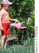Купить «Юный садовод», фото № 1779632, снято 8 июня 2010 г. (c) Андрей Соловьев / Фотобанк Лори