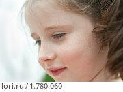 Портрет улыбающейся девочки. Стоковое фото, фотограф Ольга Полякова / Фотобанк Лори