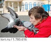 Купить «Любовь и голуби», эксклюзивное фото № 1780616, снято 27 мая 2019 г. (c) Анна Мартынова / Фотобанк Лори